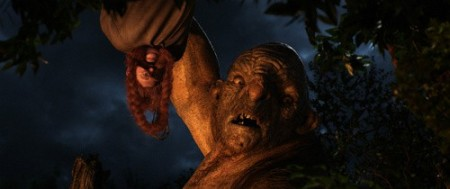 A dwarf and a troll in The Hobbit: An Unexpected Journey (2012)
