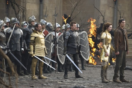 The heroes prepare for battle in Jack the Giant Slayer (2013)