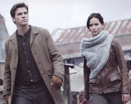 Gale Hawthorne (Liam Hemsworth) and Katniss Everedeen (Jennifer Lawrence) in The Hunger Games: Catching Fire